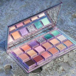BNIB HUDA Beauty Retrograde Eyeshadow Palette!!